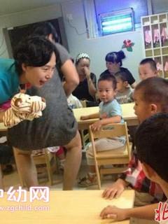 """幼教成""""青春饭"""" 老年教师在幼儿园出现断层"""